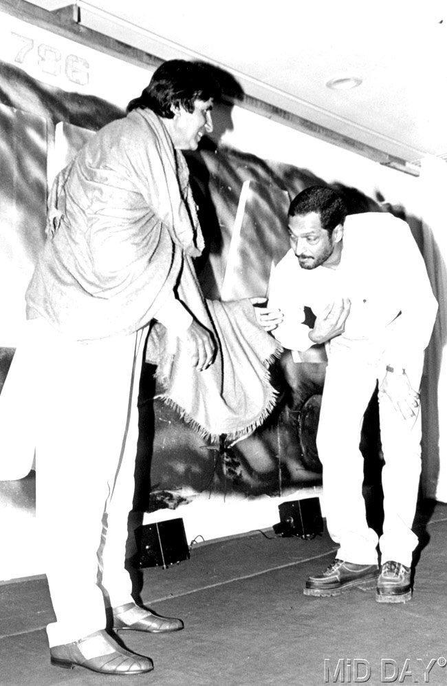 Nana Patekar Touch Amitabh Bachchan Feet For Take Bless