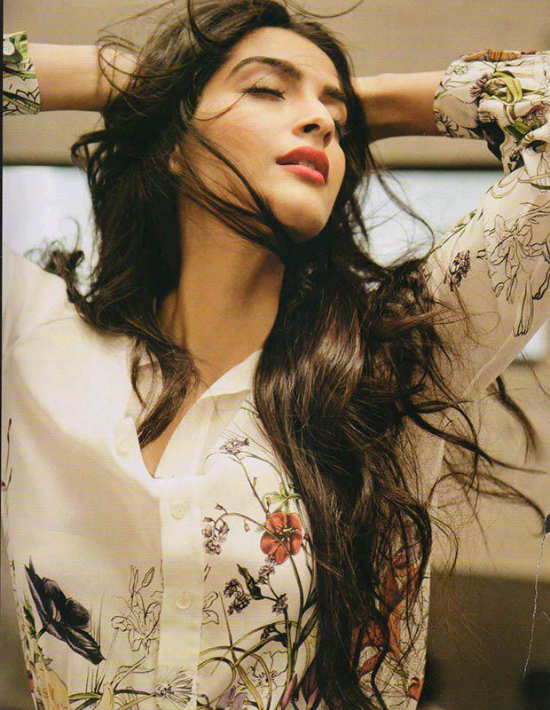 Hot Sonam Kapoor Dazzles For Marie Claire India Jan 2013