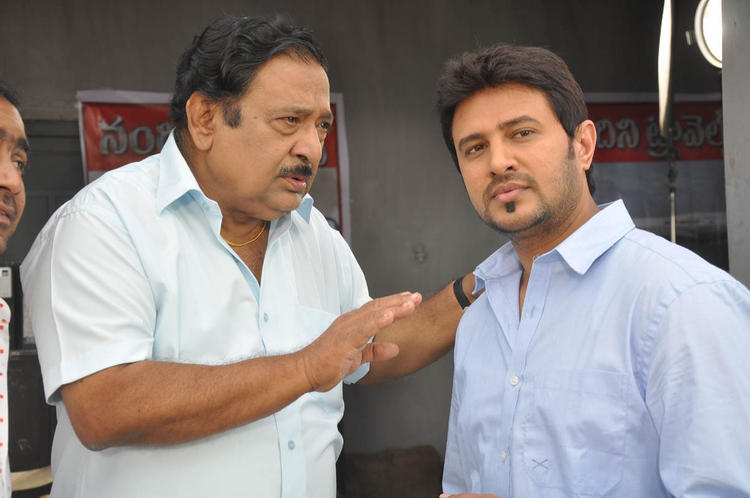 Chandra Mohan And Raja Snapped At Athanu Hardware Aame Software Movie Location