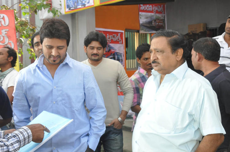 Raja Abel And Chandra Mohan Photo At Athanu Hardware Aame Software Movie Location
