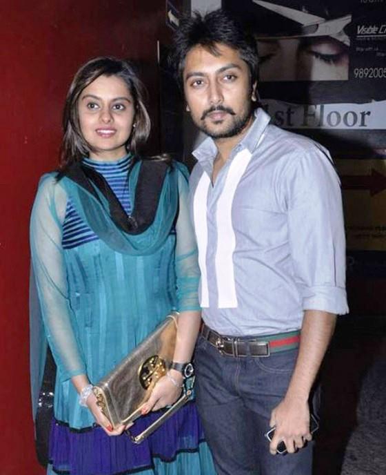 Dheeraj Deshmukh with wife Honey Bhagnani Nice Pose For Photo At The Screening Of Balak Palak