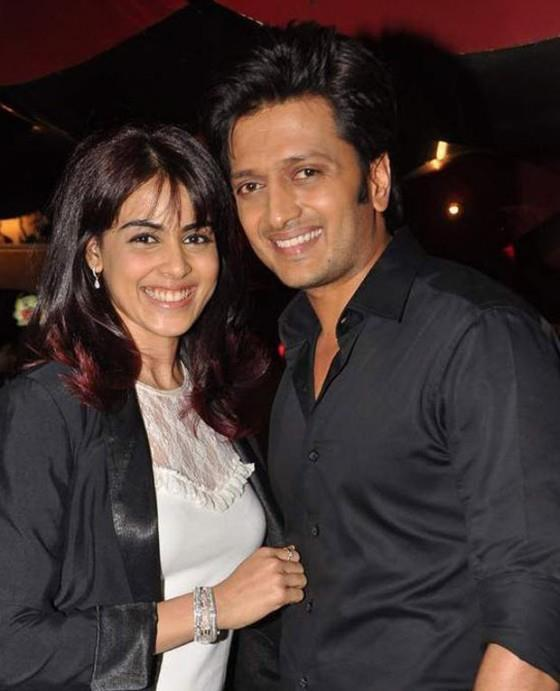 Genelia With Riteish Posed For Camera At The Screening Of Balak Palak
