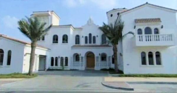 A Nice Still Of Shahrukh Khan Dubai House