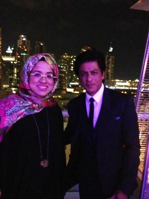 SRK Spotted In Dubai With The CEO Of Dubai Events And Promotions Establishment