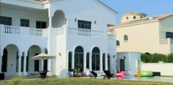 A Still Of Shahrukh Khan Dubai House