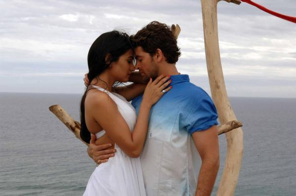 Sonal And Neil Kissing Scene Photo From Movie 3G