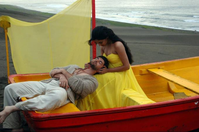 Sonal And Neil  Romance Scene Photo From Movie 3G