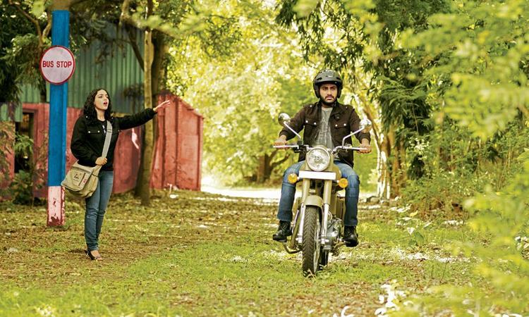 Sharwanand And Nithya Charming Look Photo Still From Movie Yemito Ee Maya