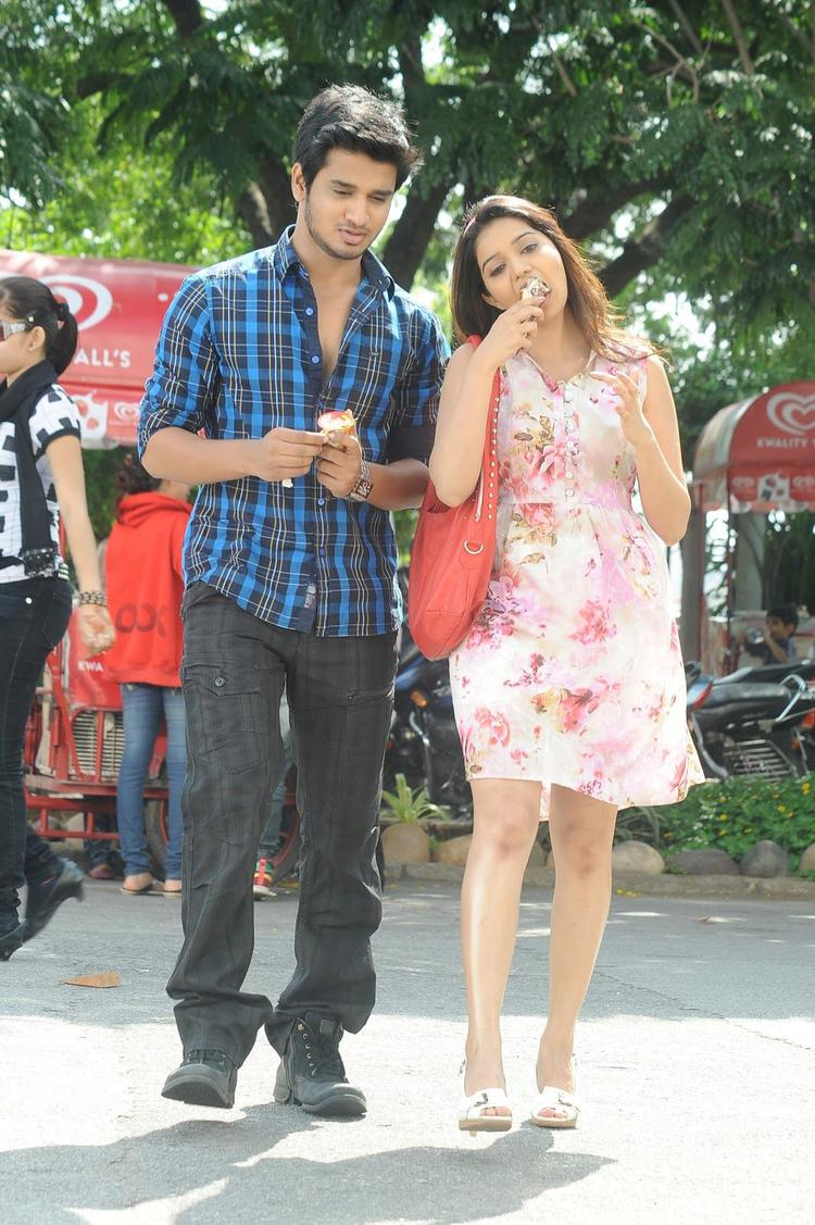 Nikhil And Swati Ice Cream Eating Photo Still From Telugu Movie Swamy Ra Ra