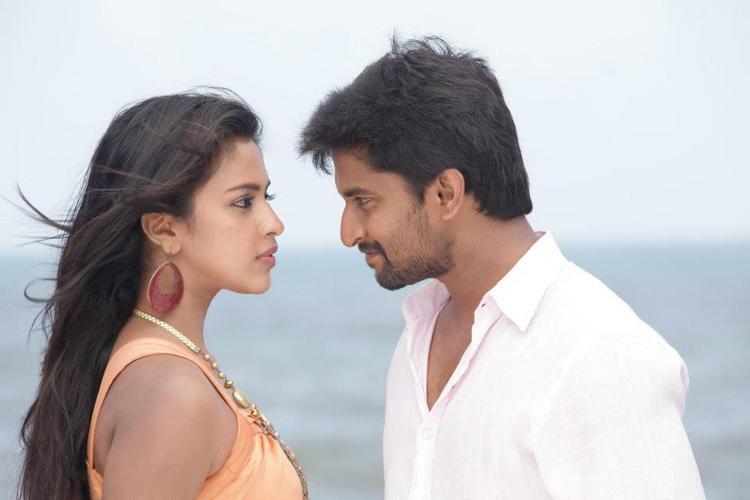 Nani And Amala Romance Still From Movie Jenda Pai Kapiraju