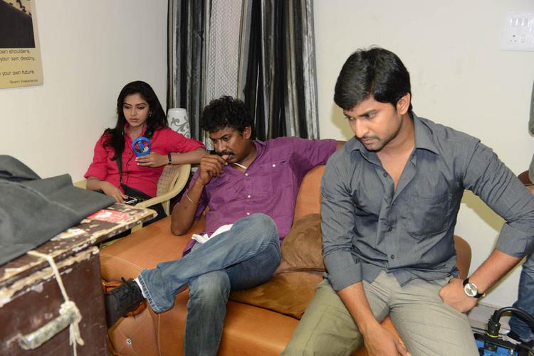 Amala,Samuthirakani And Nani Snapped At Jenda Pai Kapiraju Working Location