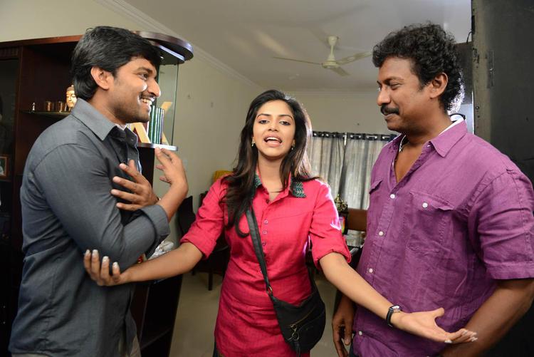 Nani,Amala And Samuthirakani Nice Smiling Still At Jenda Pai Kapiraju Working Location