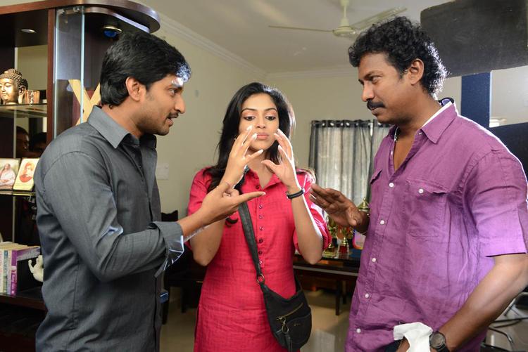 Nani,Amala And Samuthirakani Photo Clicked During Disscurssion At Jenda Pai Kapiraju Working Location