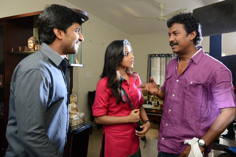 Nani,Amala And Samuthirakani Smiling Photo Clicked At Jenda Pai Kapiraju Working Location