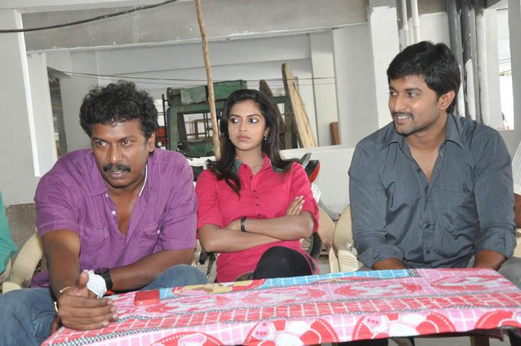 Samuthirakani,Amala And Nani Awesome Pose Photo At Jenda Pai Kapiraju Working Location