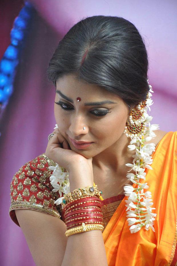 Shriya Saran Nice And Cool Look Still