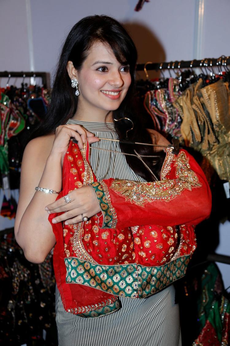 Saloni Aswani Dazzles At Khwaish Exhibition N Sale