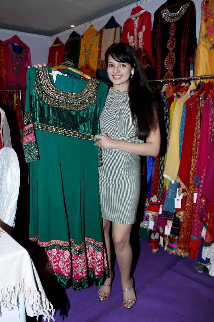 Saloni Aswani Posed With A Dress At Khwaish Exhibition N Sale
