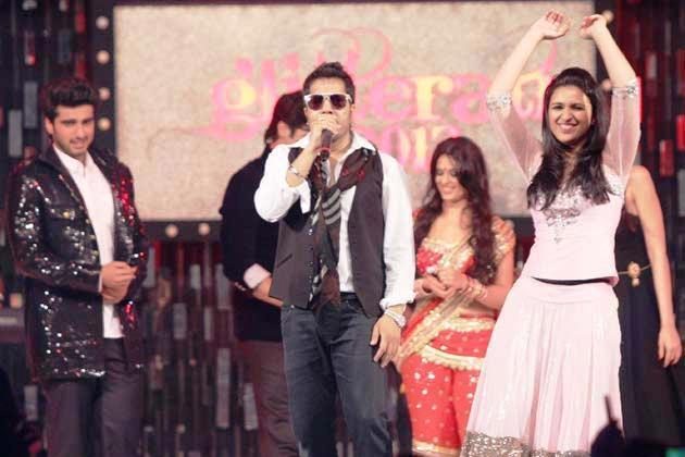 Mika With Parineeti,Arjun And Anjana Song Performed At Glitterati 2013 Aamby Valley City On New Years
