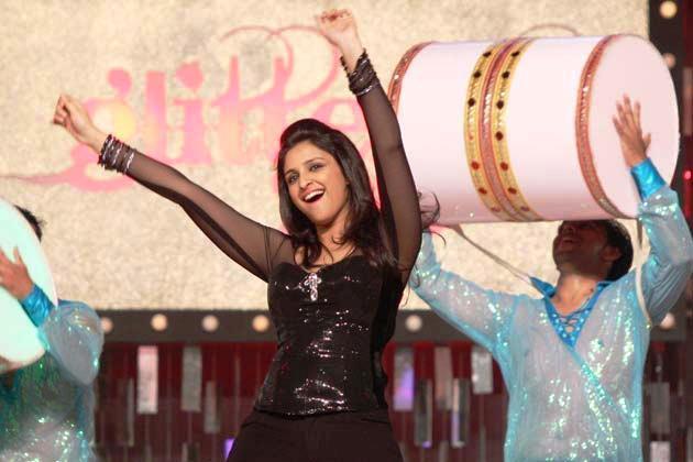 Parineeti Dazzling At Glitterati 2013 Aamby Valley City On New Years