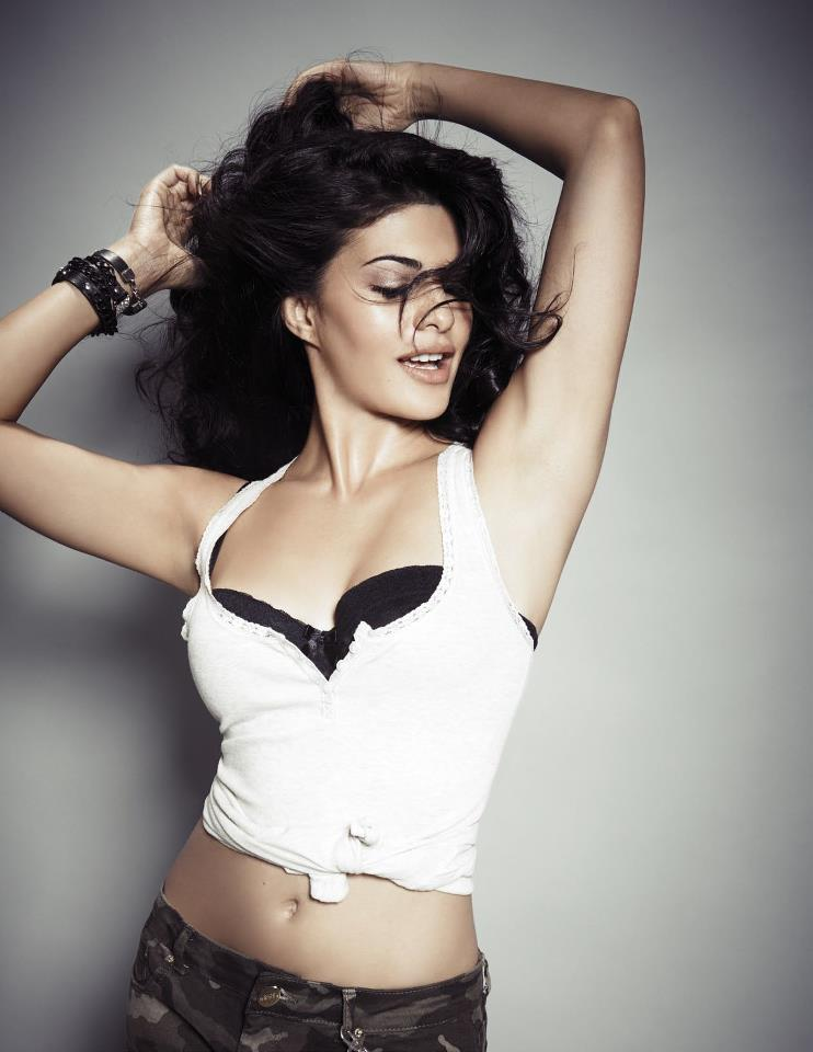 Sri Lanka Beauty Jacqueline Sizzled On FHM India Magazine January Issue