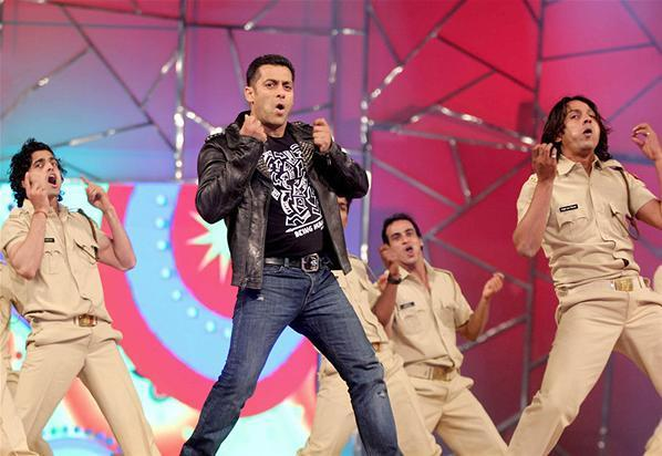 Salman Khan Awesome Dance Performance At Umang Police Show 2013 At Mumbai