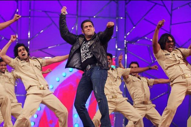 Salman Khan Sizzling Dance At Umang Police Show 2013 At Mumbai