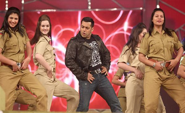 Salman Khan Stylish Look Performance At Umang Police Show 2013 At Mumbai