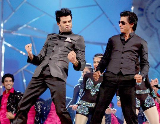 Shahrukh With Manish Rock The Stage At Umang Police Show 2013