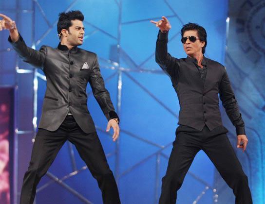Shahrukh With Manish Shake A Leg At Umang Police Show 2013