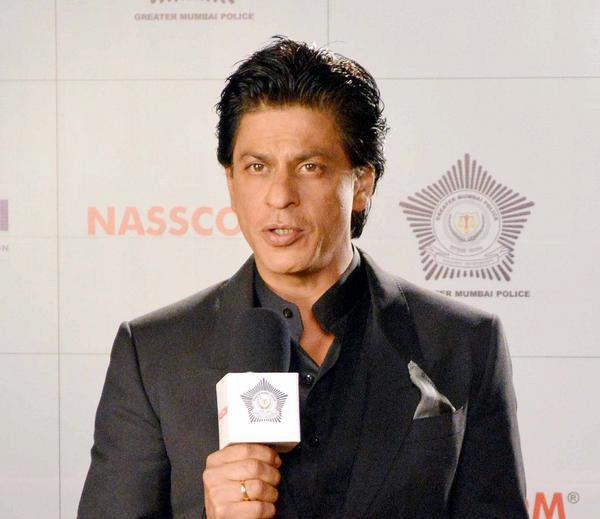 Shahrukh Speak Out Photo Clicked At Umang Police Show 2013