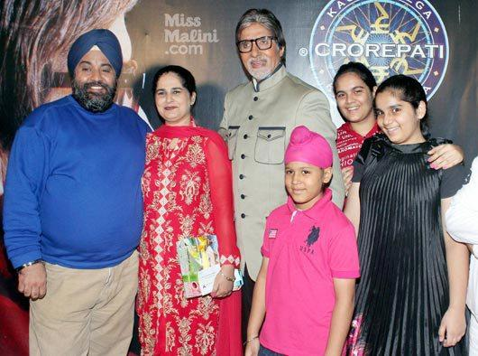 Amitabh Posed For Camera With Sunmeet And Family The Winner Of Kaun Banega Crorepati