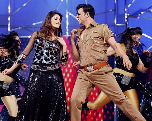 Akshay And Eesha Rock The Stage At Police Umang Show 2013 In Mumbai