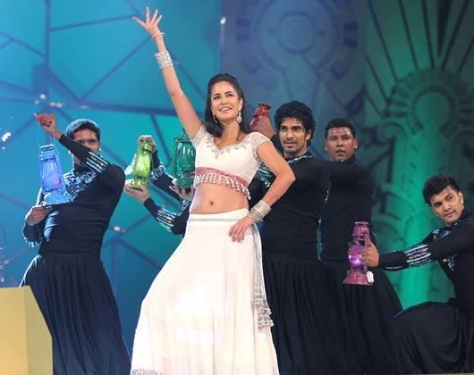 Katrina Kaif Sizzling Performance At Police Umang Show 2013 In Mumbai