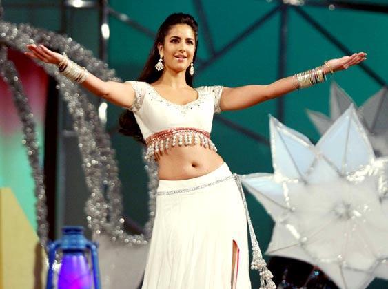Katrina Sexy Naval Expose Dance At Police Umang Show 2013 In Mumbai