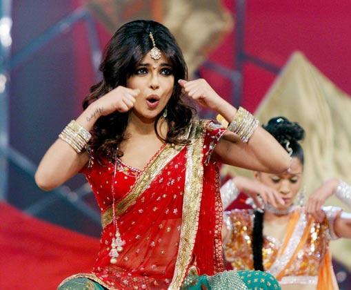 Priyanka Gergeous Look In Red Saree Performance At Police Umang Show 2013 In Mumbai