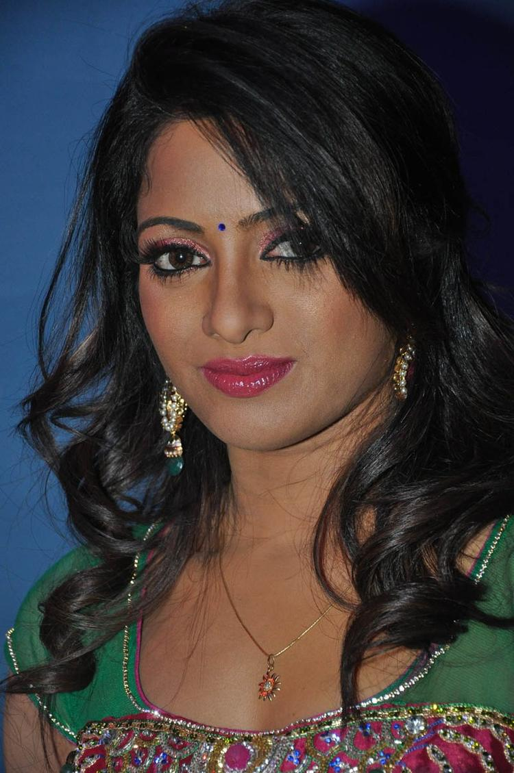 Udaya Bhanu Cute Face Look At Mirchi Movie Audio Launch Event