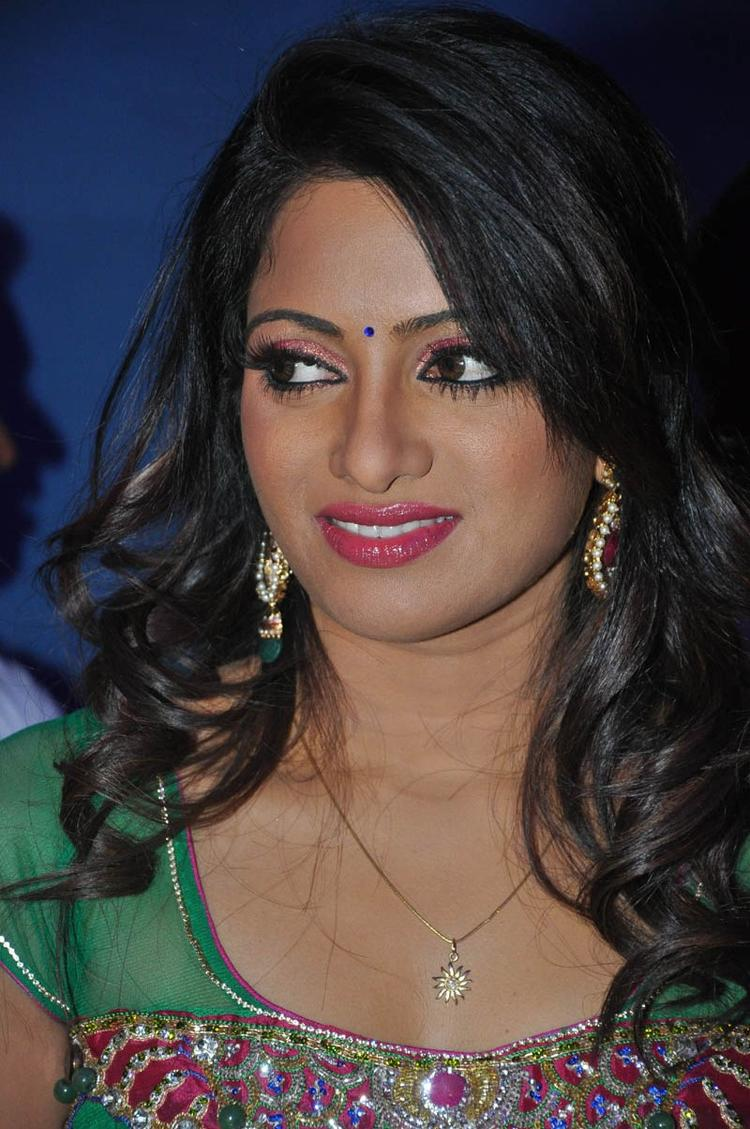 Udaya Bhanu Smiling Still At Mirchi Movie Audio Launch Event
