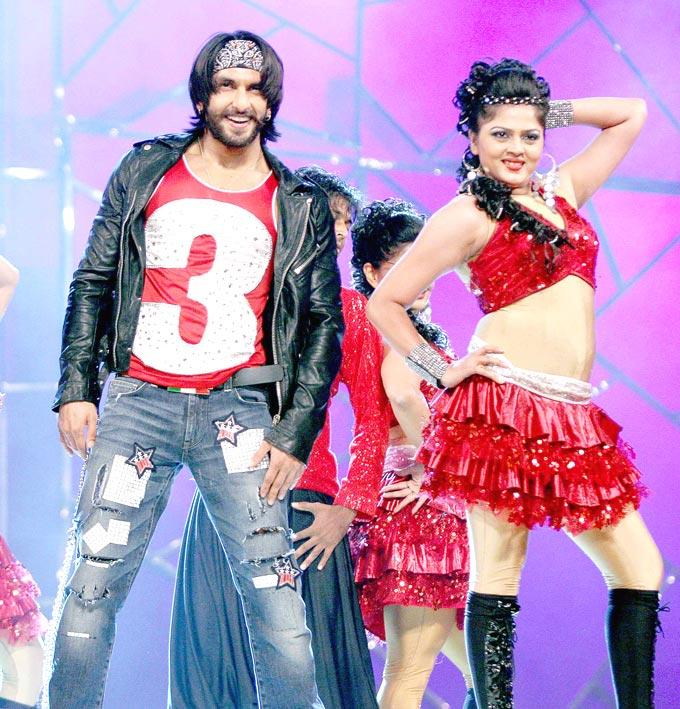 Ranveer Stylish Dance Performance At Umang Police Show 2013 Held In Mumba