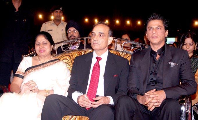 Satyapal With Shahrukh Spotted At Umang Police Show 2013 Held In Mumba