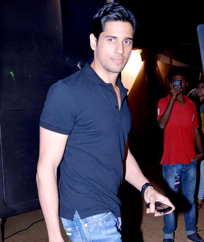 Siddharth Dashing Look In Jeans And T Shirt At Umang Police Show 2013 Held In Mumba