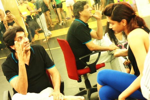 Deepika Padukone Chatting Still At Zee Cine Awards Rehearsals