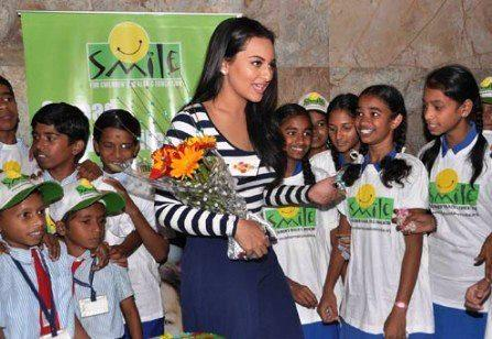 Sonakshi Sinha With Bouquets At Screening Of Dabangg 2 For NGO Kids
