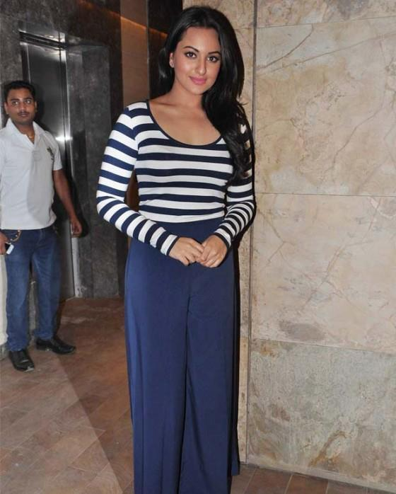 Sonakshi Sinha Looking Nautical And Nice At Screening Of Dabangg 2 For NGO Kids