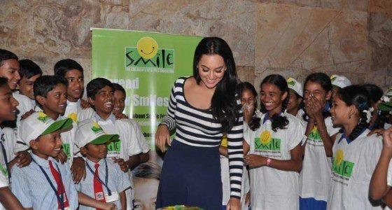 Sonakshi Sinha Shakes Her Legs With Kids At Smile Foundation For Screening Of Dabangg 2