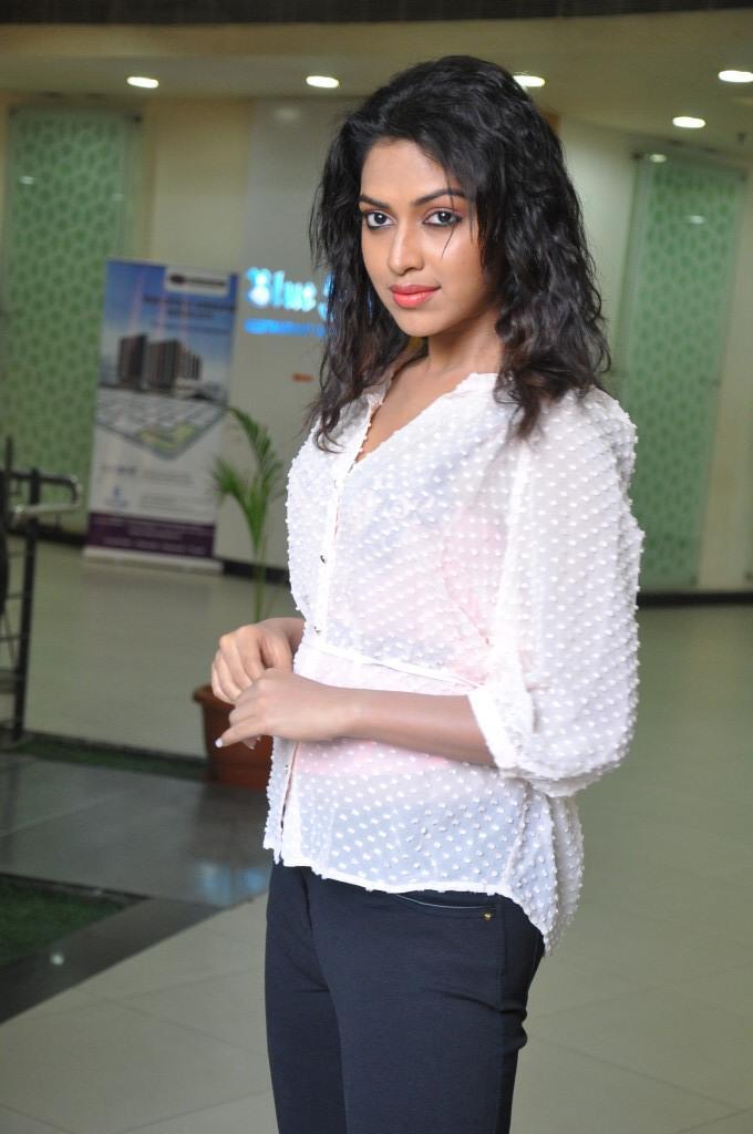 Amala Paul Posed For Camera At Naayak Movie Press Meet