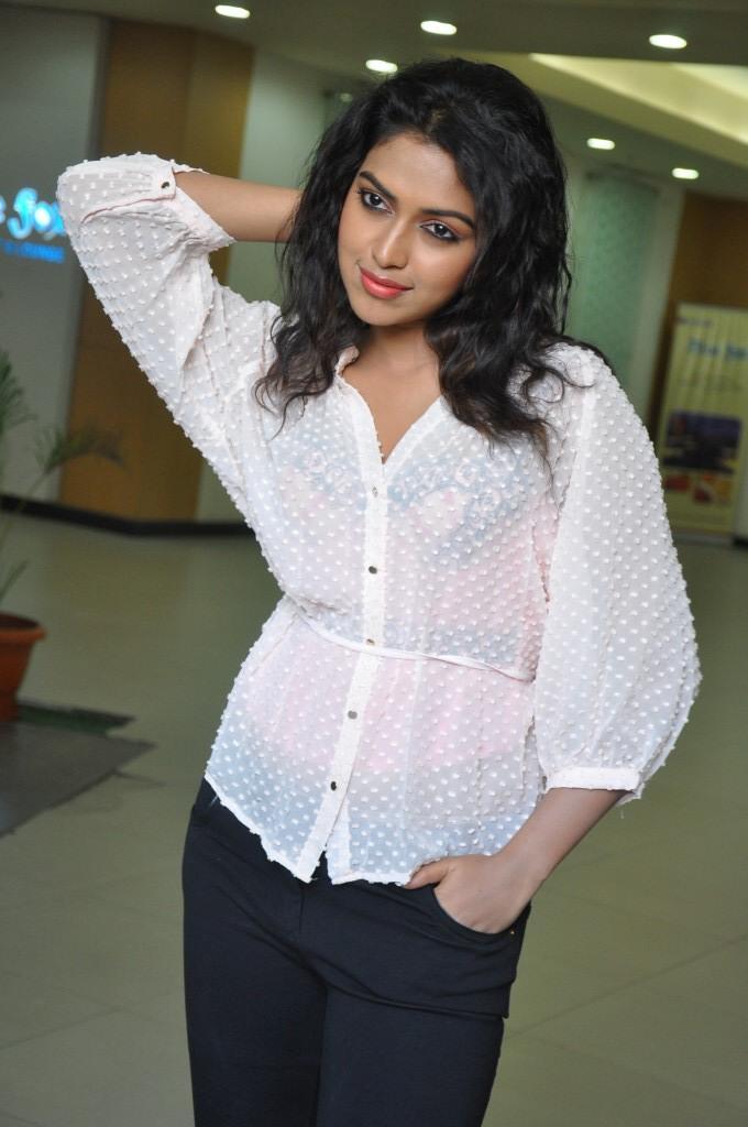 Amala Paul Stylish Pose At Naayak Movie Press Meet