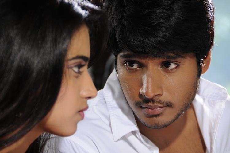 Sundeep And Dimple Nice Look Still From Yaaruda Mahesh Movie