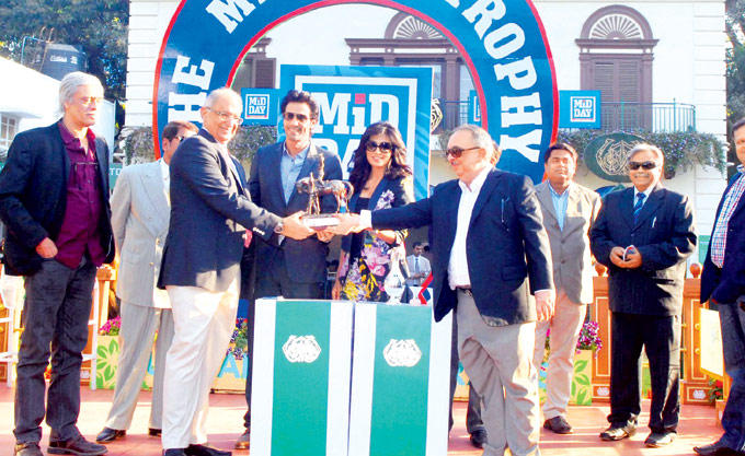 Khushroo,Berjis,Sachin,Arjun,Chitrangada And Manish Posed For Camera At Royal Western India Turf Club