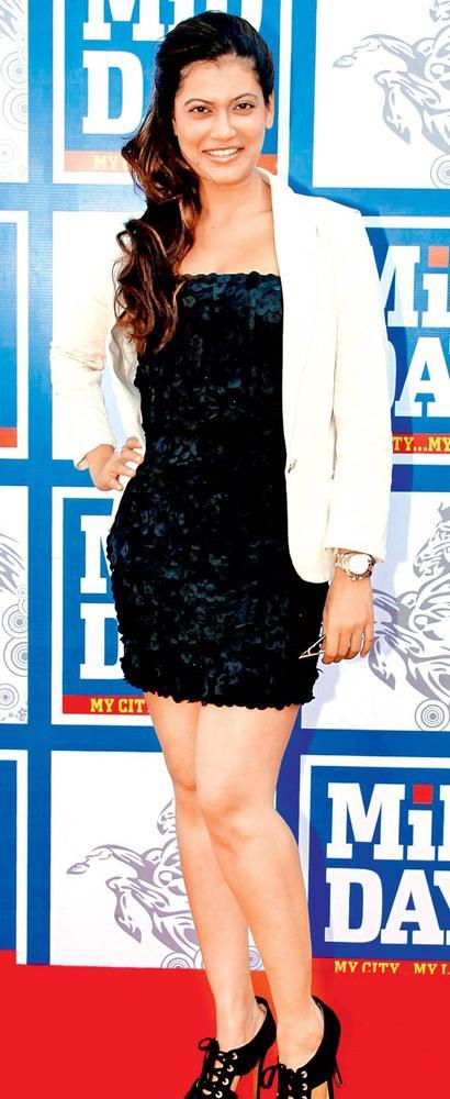 Payal Looks Chic In Black At Royal Western India Turf Club During MiD DAY Trophy